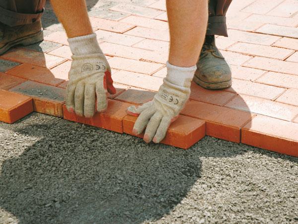 Как укладывать тротуарную плитку своими руками с самого начала