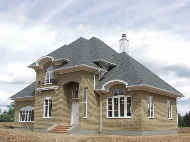 Строительство под ключ предполагает возведение дома, коттеджа или любого другого помещения с нуля и включает в себя следующие виды работ